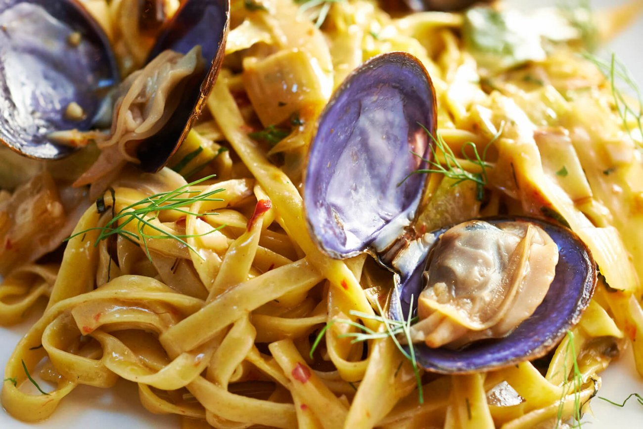 LINGUINE WITH MANILA CLAMS & LEEKS