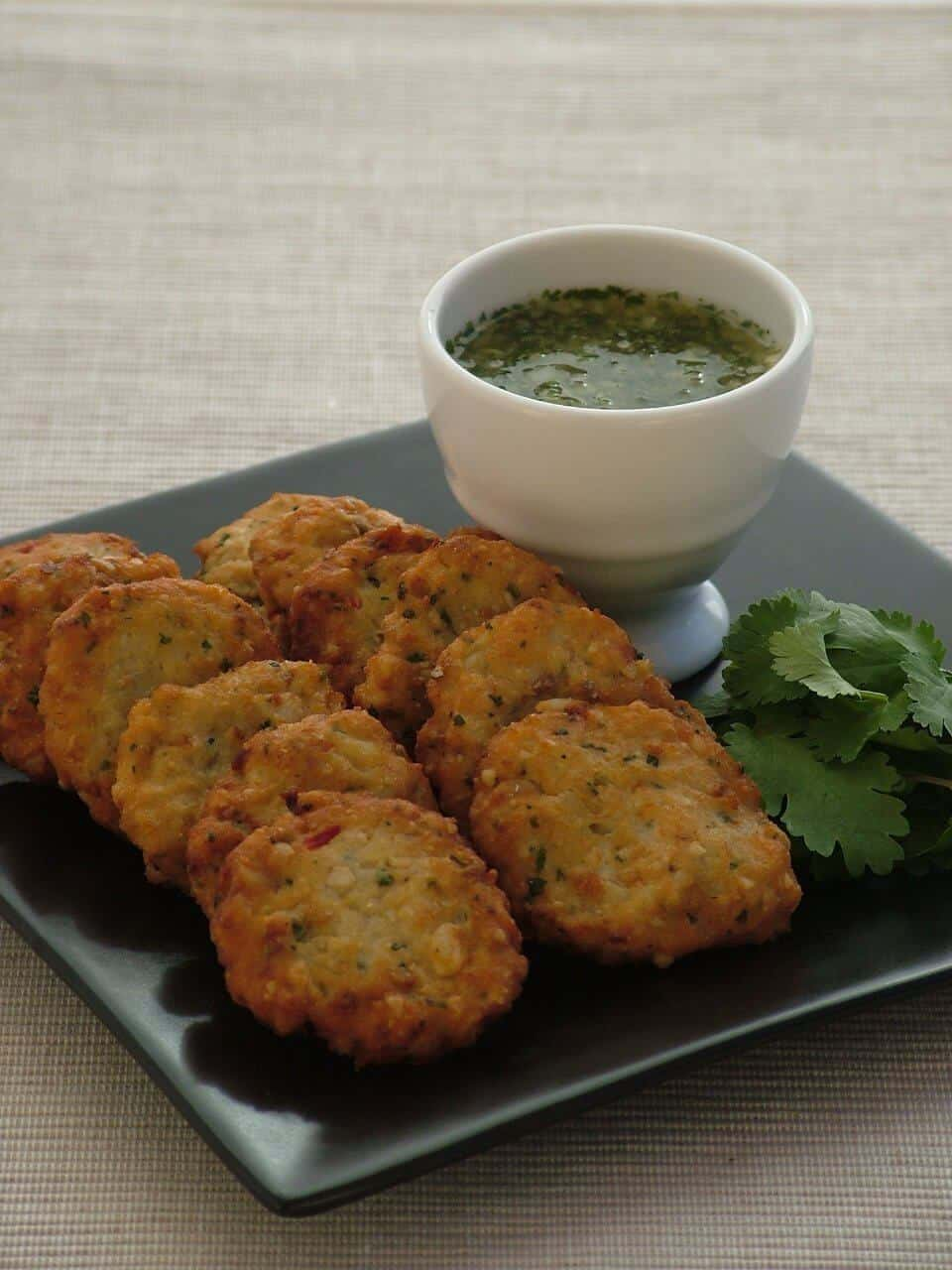 THAI FISH CAKES WITH CORIANDER AND CUCUMBER DIPPING SALSA