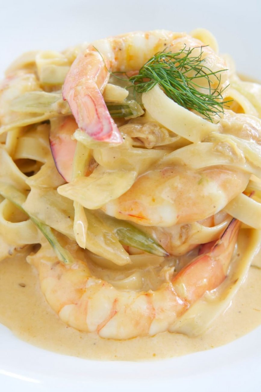 FETTUCCINE WITH PRAWNS AND BABY FENNEL IN PERNOD CREAM SAUCE