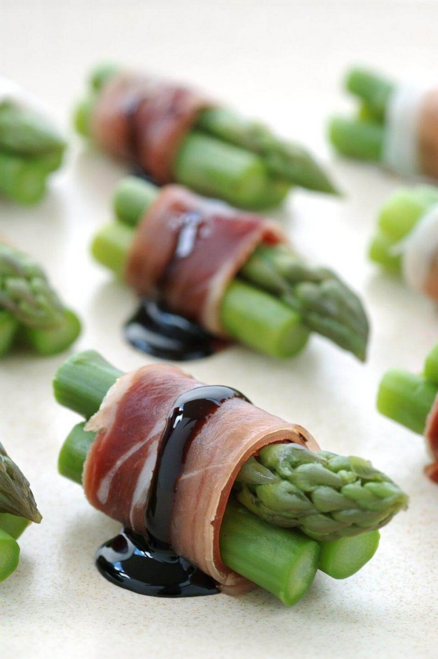 ASPARAGUS AND PROSCIUTTO BITES WITH REDUCED BALSAMIC