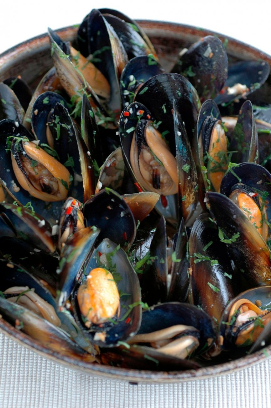 Easy Chilli Mussels in White Wine with Garlic Recipe