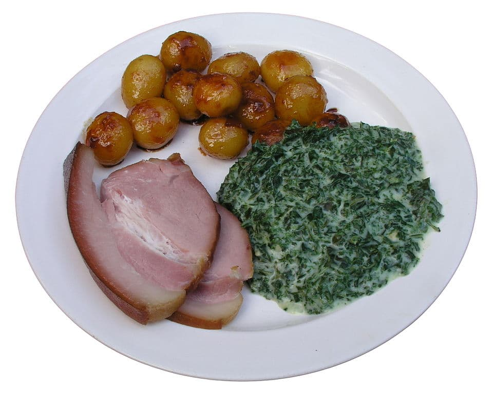 Grønlangkål Med Glaseret Kogt Skinke Og Brunede Kartofler