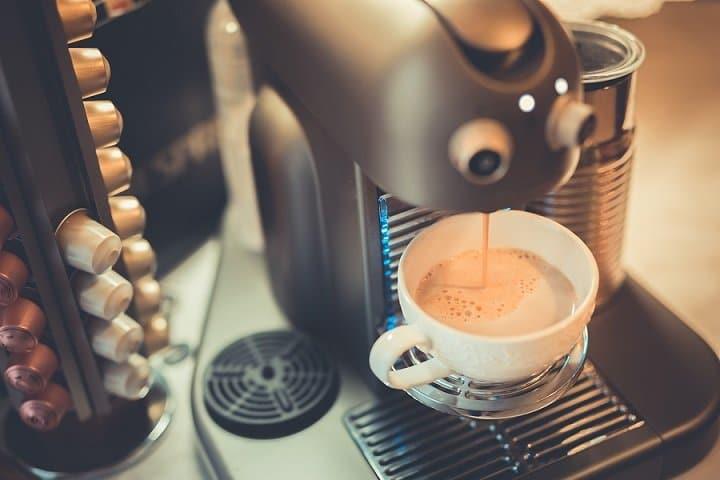 Puring coffee