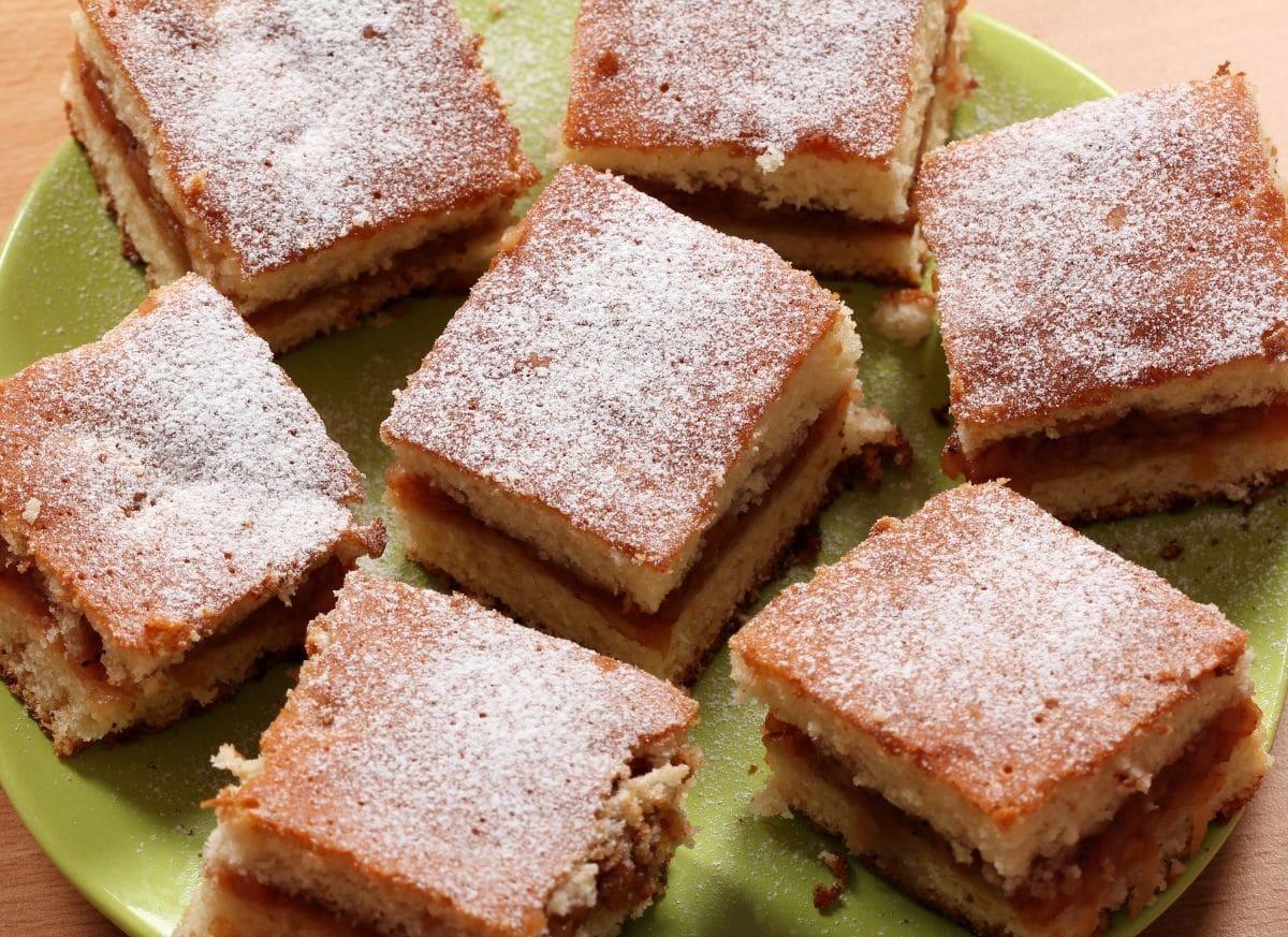 Romanian Apple Cake/ Placinta cu mere